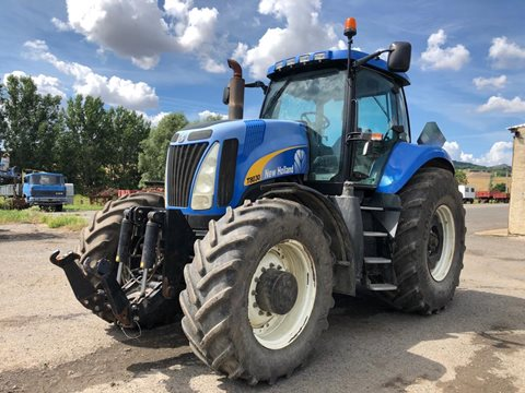 Kolový traktor New Holland T8030