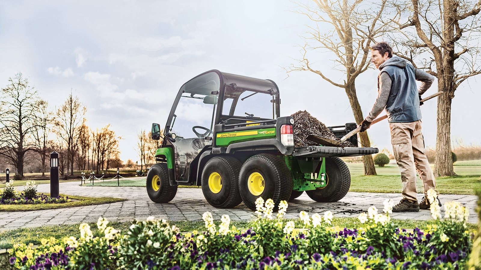 John-Deere-Gator-TH6x4-topimage.jpg
